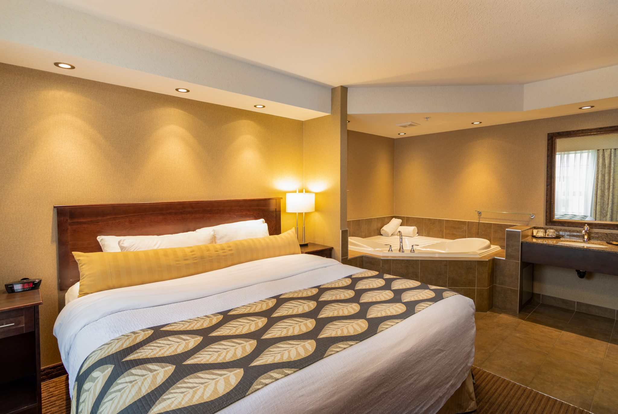 hotel in fort saskatchewan Kanata Inns Fort Saskatchewan Jacuszzi Suite