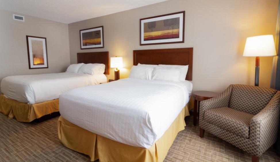 kanata hotels in kelowna queen beds