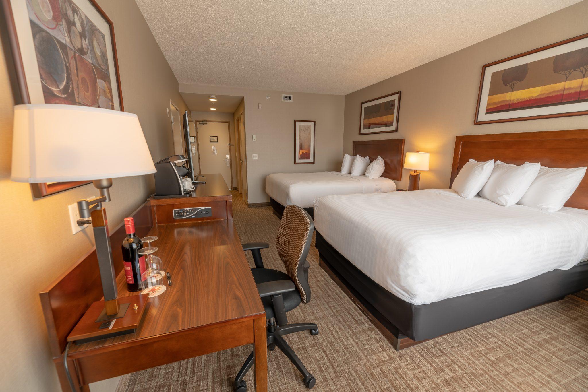 hotel in kelowna Kanata Inns Kelowna Deluxe 2 Queen