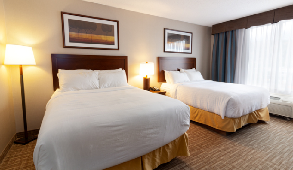kanata hotels in kelowna queen