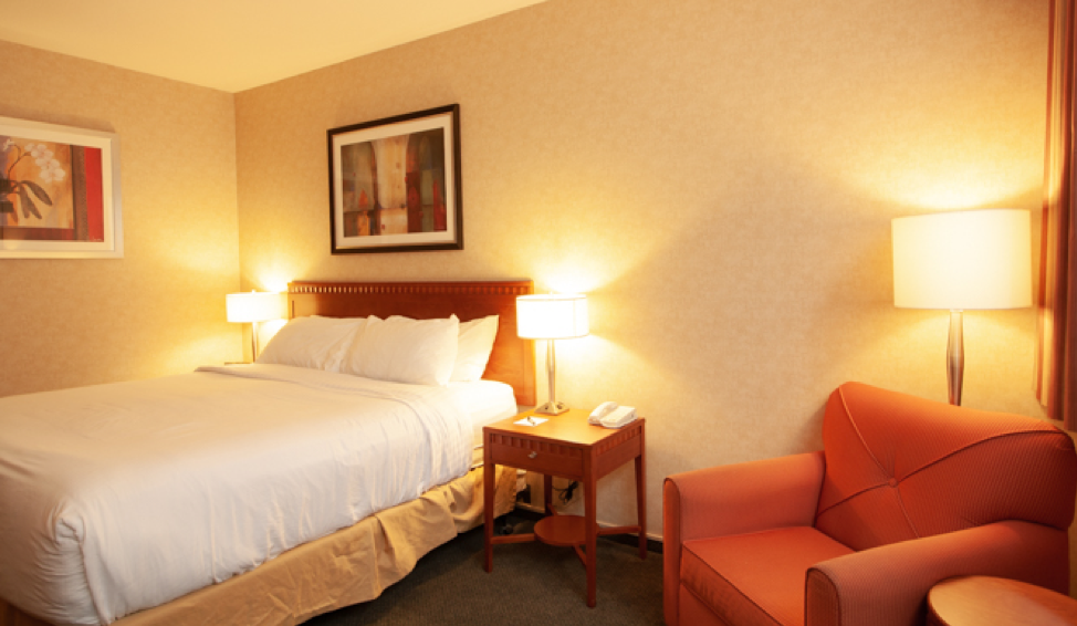 kanata hotels in kelowna king room