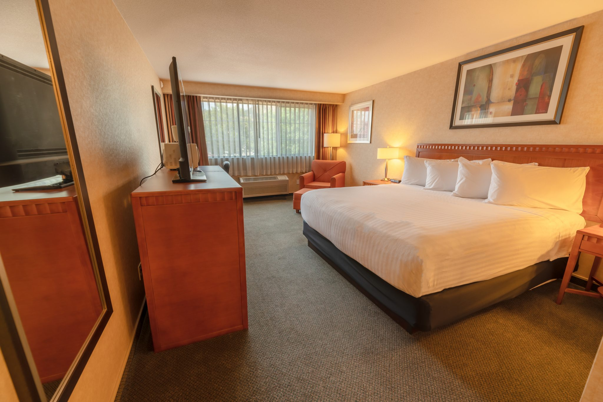 hotel in kelowna Kanata Inns Kelowna King Bed