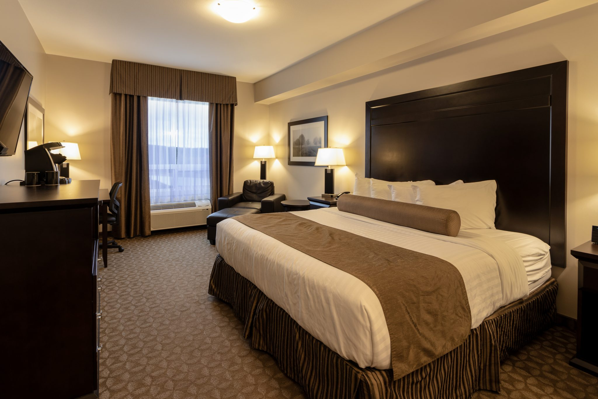 hotel in whitecourt Kanata Inns White Court Executive King