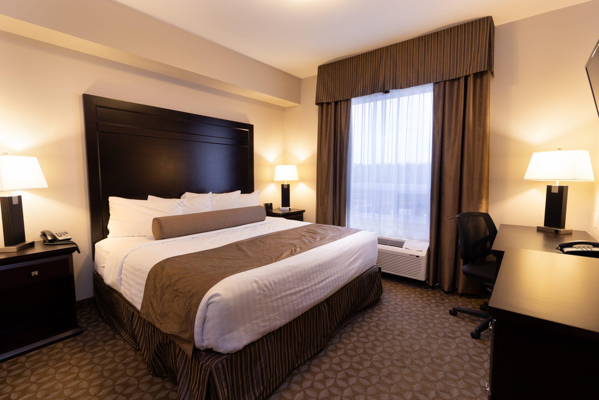 hotel in whitecourt Kanata Inns White Court King Suite